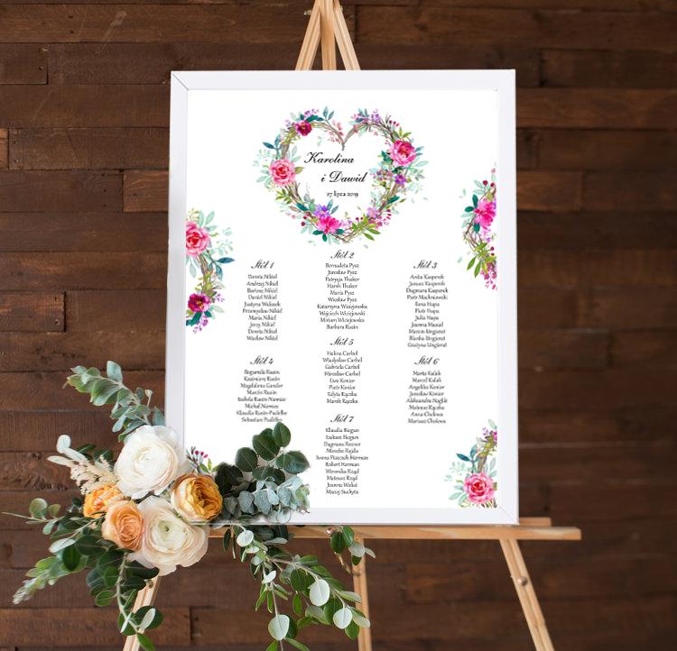 Rozmieszczenie gości weselnych z wzorem wianka z kwiatów w kształcie serca